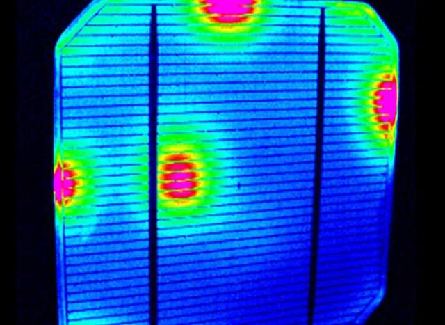 Věda a výzkum termografie - solární panely